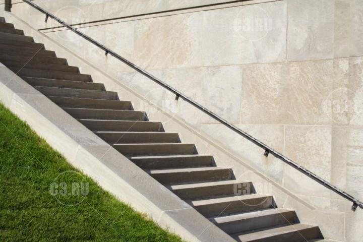 Уличная каменная лестница