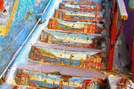 Уличная лестница с городом
