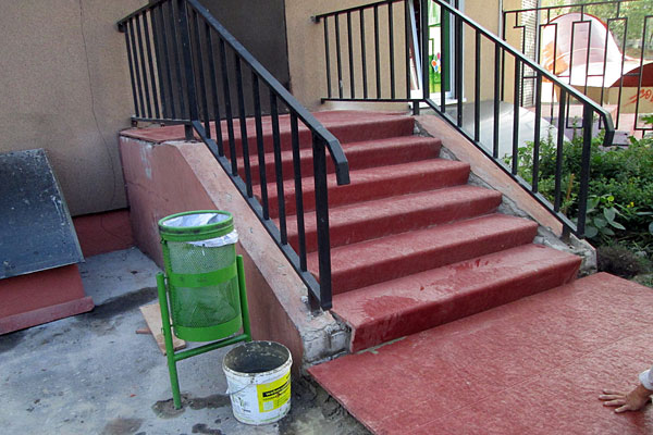 Отделка уличной лестницы